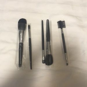 NWOT mary Kay brush set